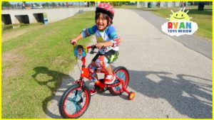 Ryan's New Bike with Family Fun Bike Racing at the Park!!!