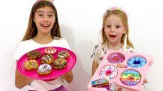 Настя и Стейси меняют игрушки на сладости