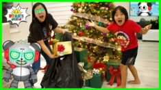 My Mom Throws my Presents Away Pretend Play!!
